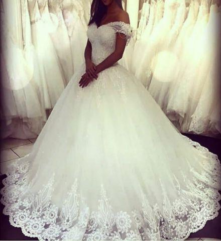 Boutique : Robe de mariee dentelle à Lyon